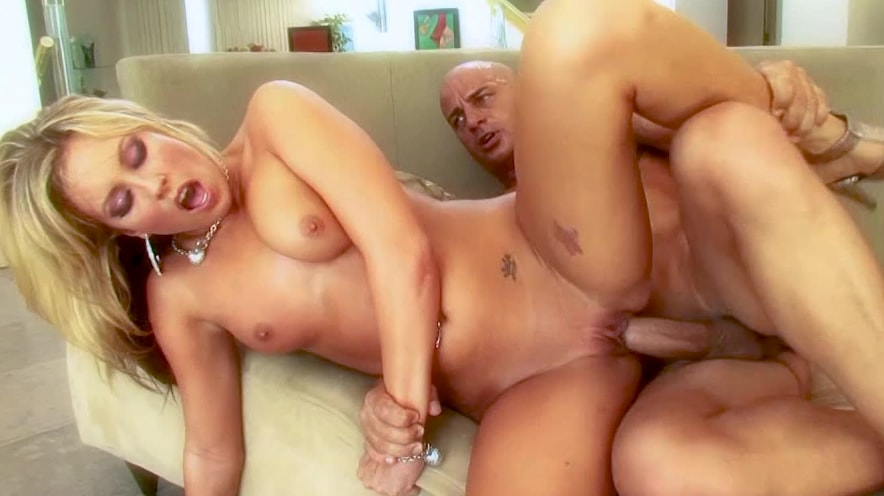 Kiara Dianne: Slutty Mom Just Wants To Have Fun